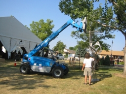 Sculpture in the Park 2012 Big sculpture lowered into place